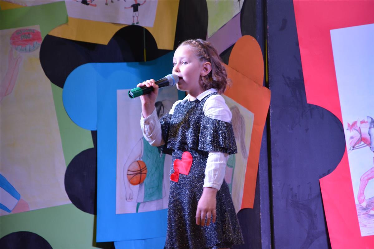 2016_12_14_otroci_pojejo_na_olgici-13
