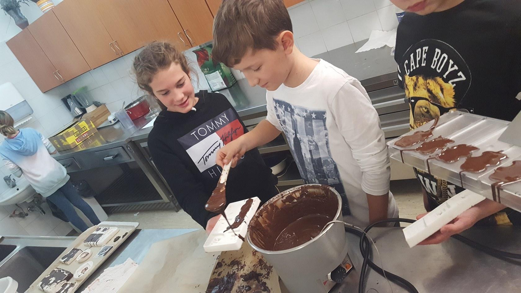 2019_11_12_delavnica_izdelave_cokoladnih_pralin-44