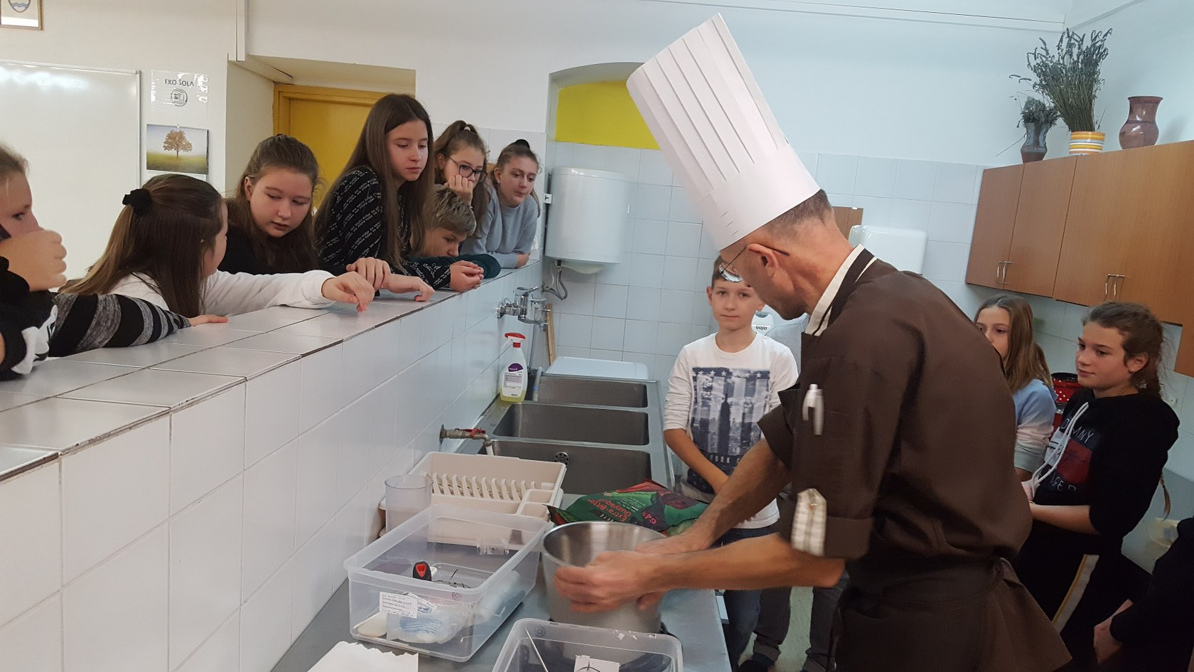 2019_11_12_delavnica_izdelave_cokoladnih_pralin-8
