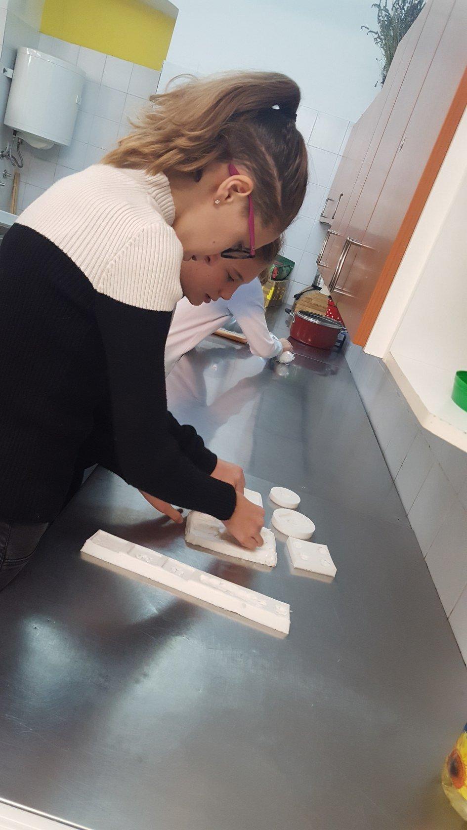 2019_11_12_delavnica_izdelave_cokoladnih_pralin-1