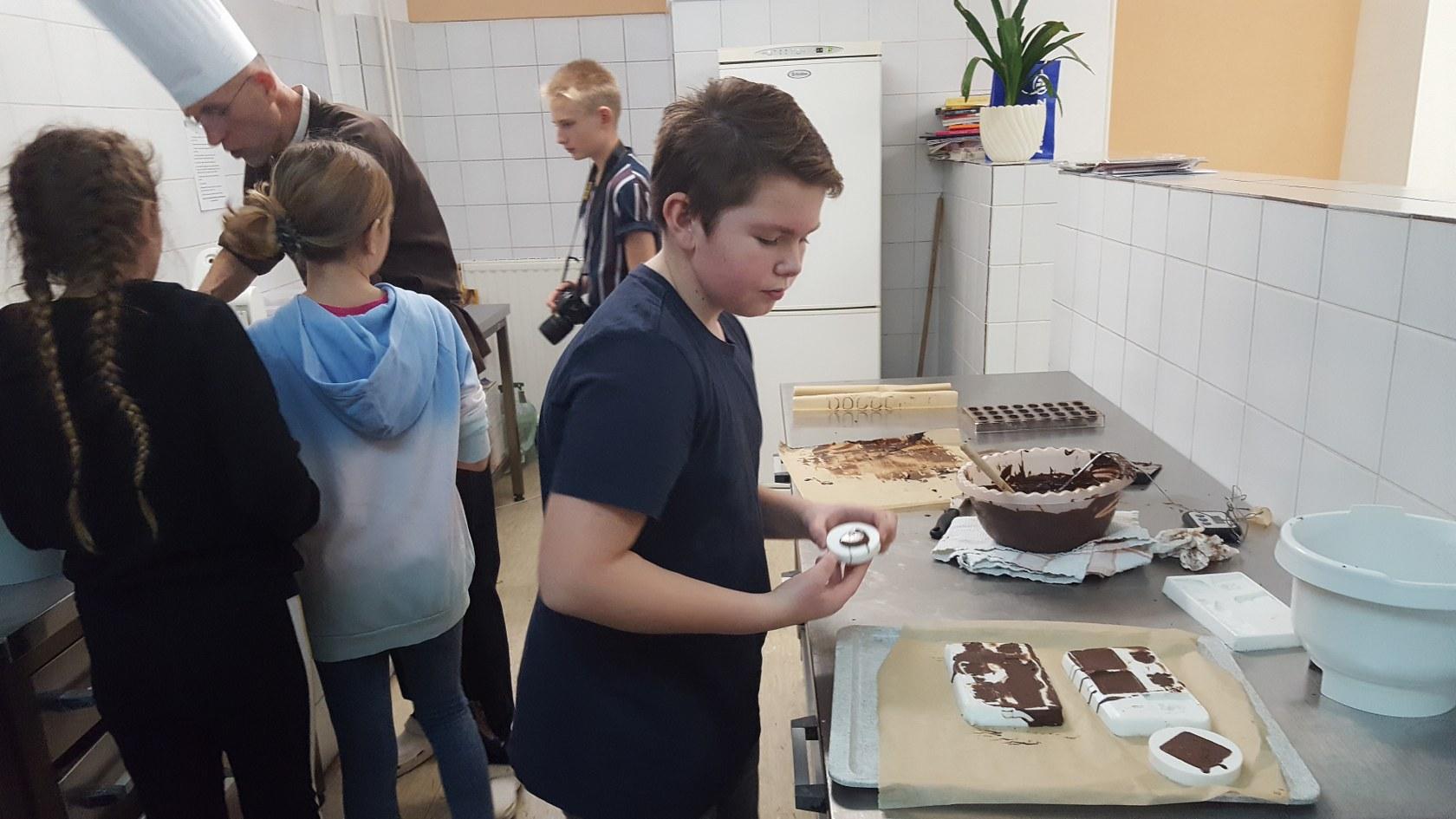 2019_11_12_delavnica_izdelave_cokoladnih_pralin-15