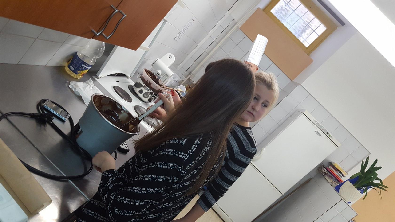 2019_11_12_delavnica_izdelave_cokoladnih_pralin-24