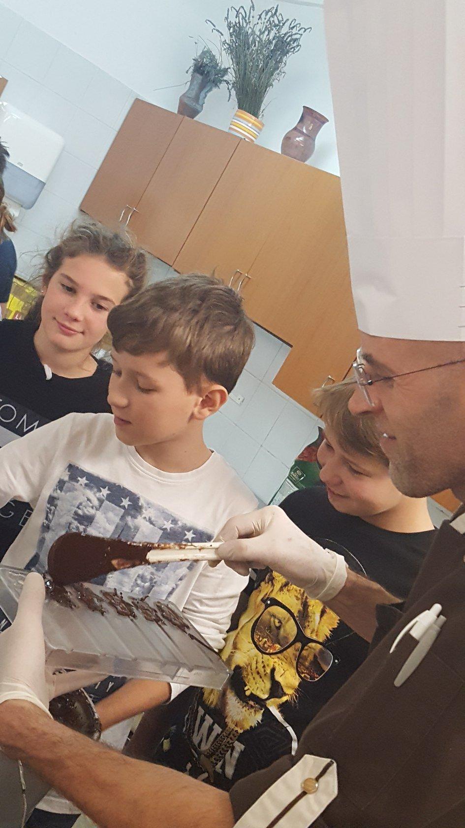 2019_11_12_delavnica_izdelave_cokoladnih_pralin-41