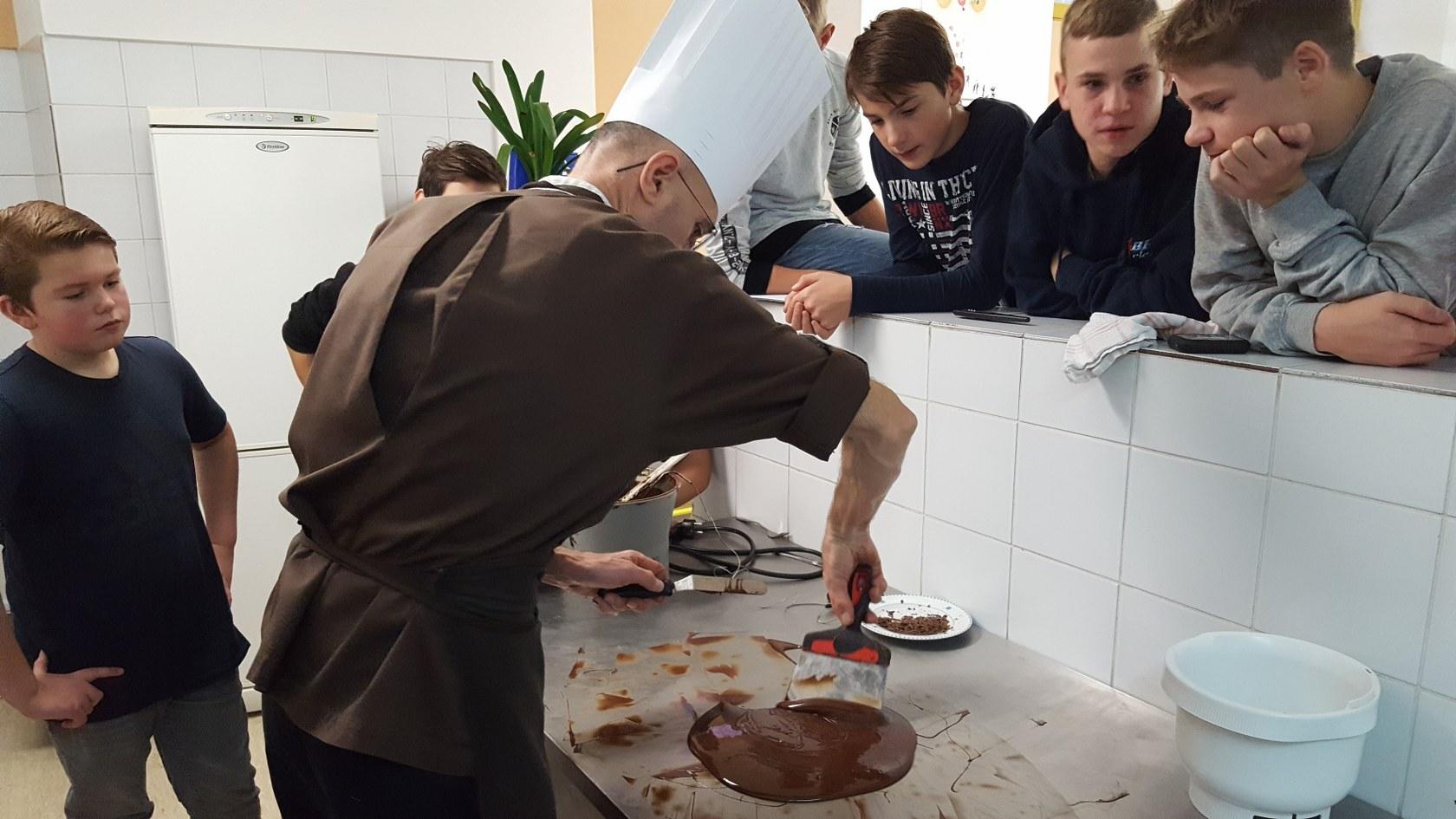 2019_11_12_delavnica_izdelave_cokoladnih_pralin-54