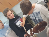 2019_11_12_delavnica_izdelave_cokoladnih_pralin-46